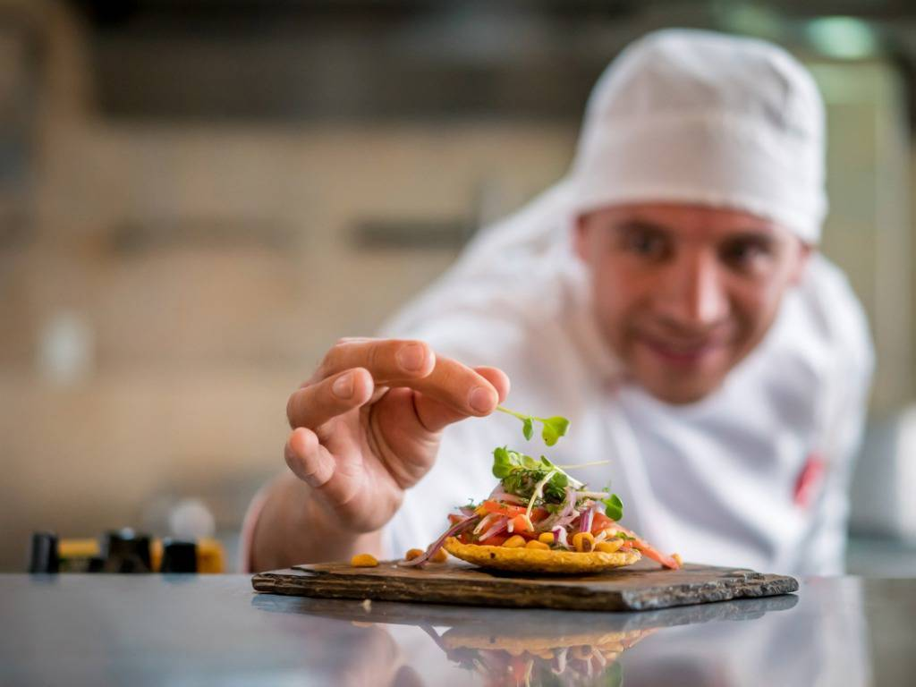 chef-serving-a-plate-at-a-restaurant-picture-id827992070